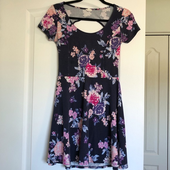 🛍 3/$20 Garage Floral Dress w Cut Out Back